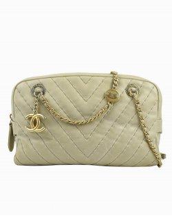 Bolsa Chanel Surpiqué Chevron Camera Bag