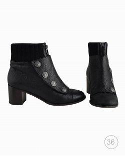 Ankle Boot Chanel com Botões