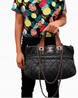 Bolsa Chanel Black Quilted Iridescent In the Mix Tote