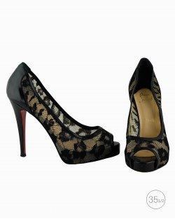 Sapato Louboutin Very Prive em renda preto