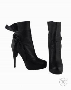 Bota Dolce & Gabbana em couro preto