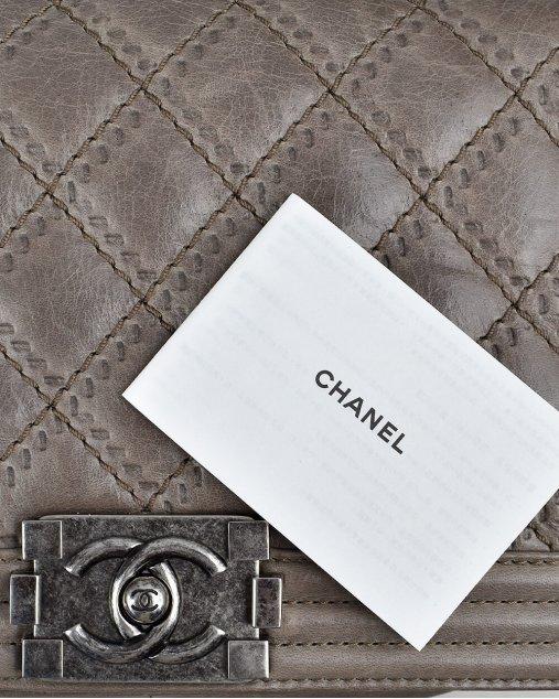 Bolsa Chanel Boy Média de Couro Marrom