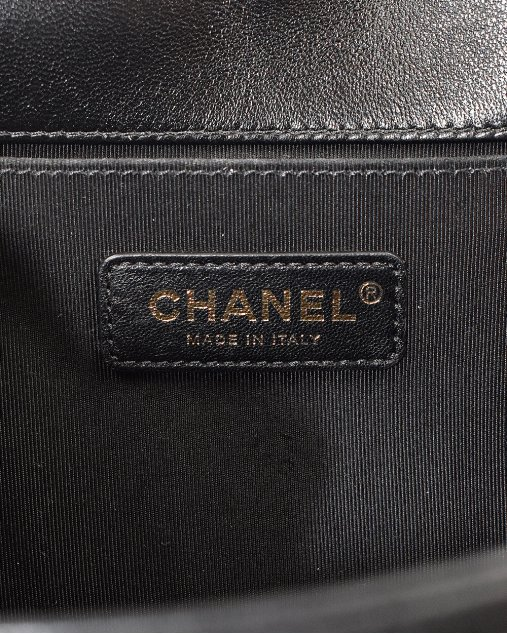Bolsa Chanel Boy Média de Couro Preta
