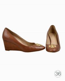Sapato Tory Burch Goan Sand Caramelo