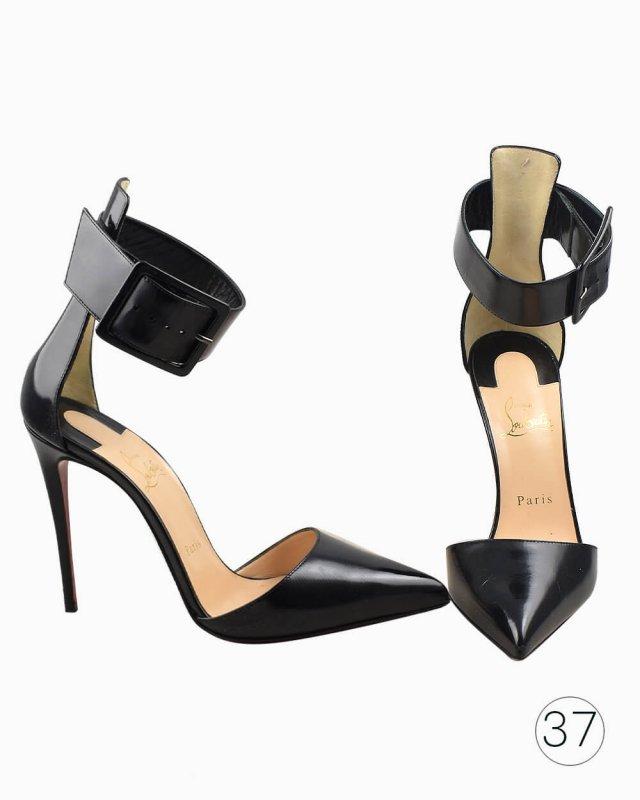Sapato Louboutin com fivela