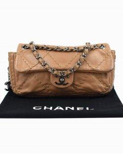 Bolsa Chanel em couro caramelo