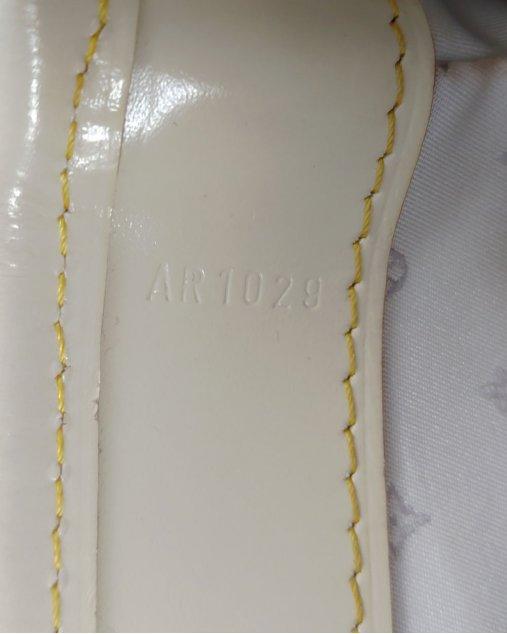 Bolsa Louis Vuitton Suhali L'Essentiel Handbag Nude