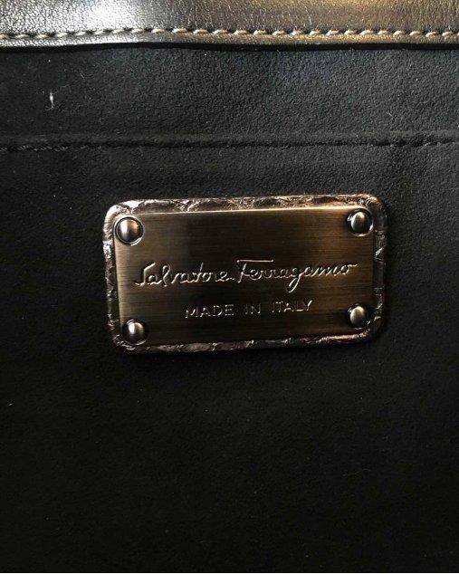 Bolsa Salvatore Ferragamo couro prata