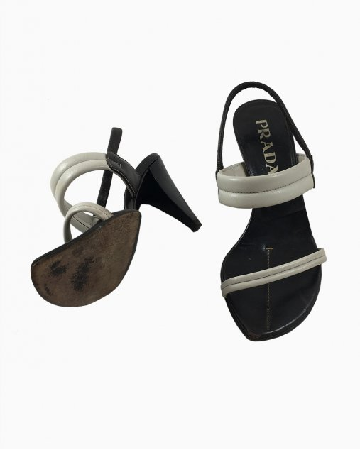 Sandalia Prada tiras brancas couro