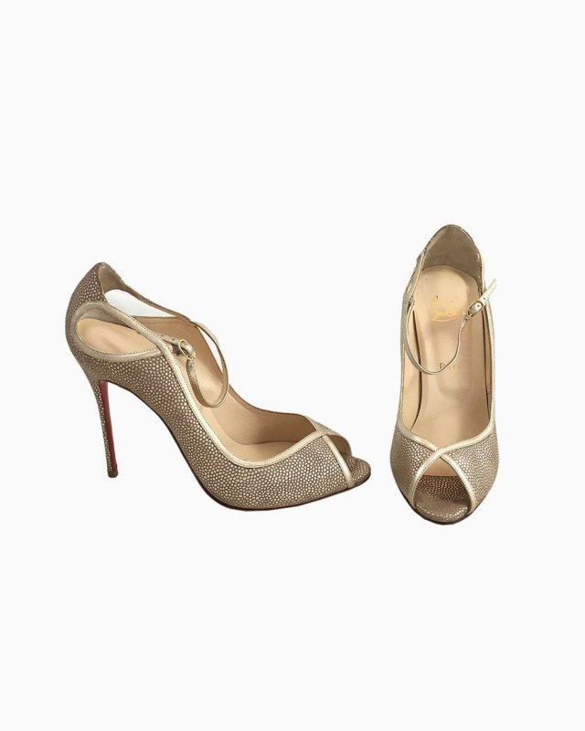 Sapato Louboutin Dourado