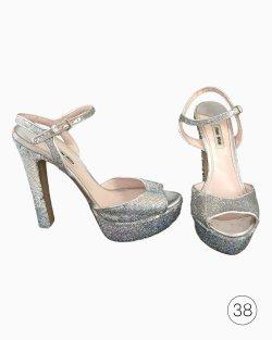 Sapato Miu Miu Paetês Prata - Luana Piovani