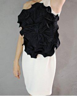 Vestido Marchesa OffWhite Flor Preta